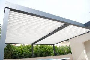 """<p style=""""text-align: center;"""">Installation d'une pergola bioclimatique <br />sur Montpellier</p>"""